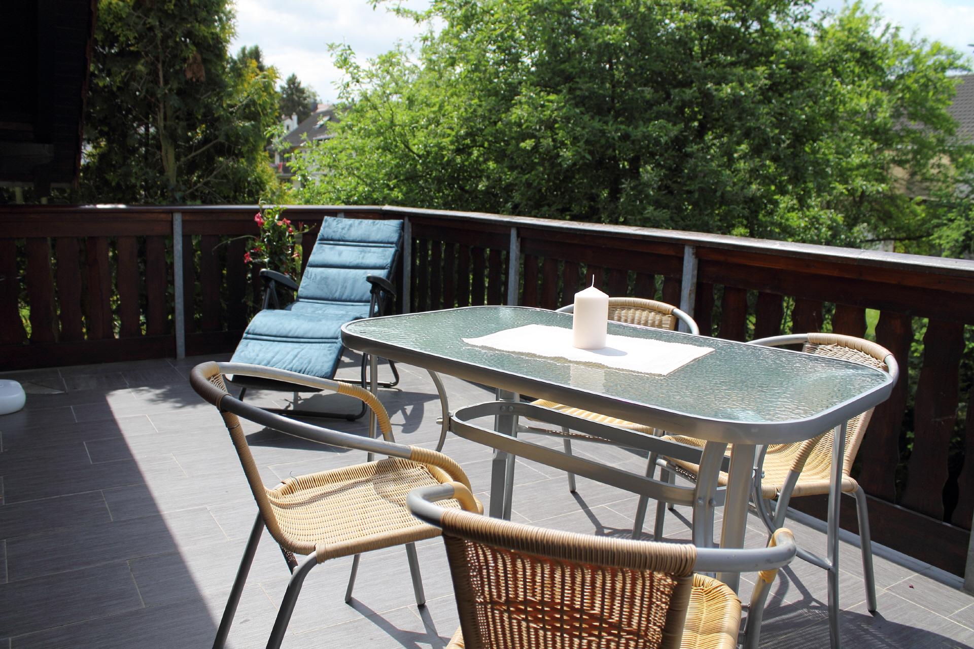 au enbereich wir haben 2 balkone zum ausruhen und eine. Black Bedroom Furniture Sets. Home Design Ideas